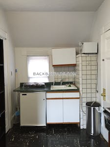 Back Bay Charming Back bay Studio for 9/1 Located on Hereford street Available 3/1/2020 Boston - $1,875