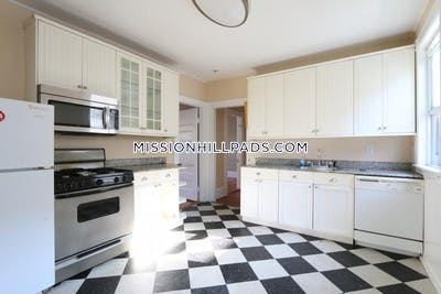 Mission Hill 6 Bed / 2 Bath  Boston - $5,700