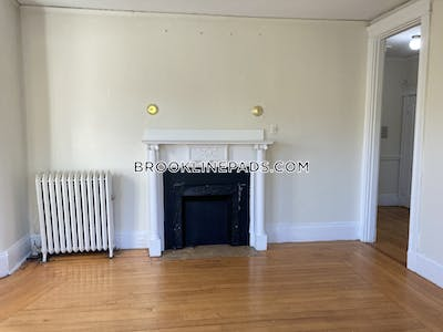 Brookline Beautiful 2 bed 1 bath on Beacon Street in Brookline  Cleveland Circle - $2,125 No Fee